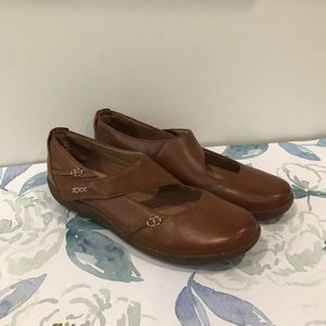 NWT Clarks Women's Brown Shoes in Size 8